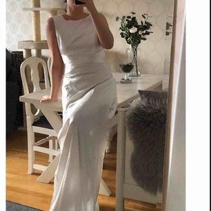 Sååå fin balklänning från Nelly, aldrig använd, lappen är kvar! (Ej strykt på bilderna dock) Frakt tillkommer på 60kr!! Betalning via swish!🌸🌸🌸🌸