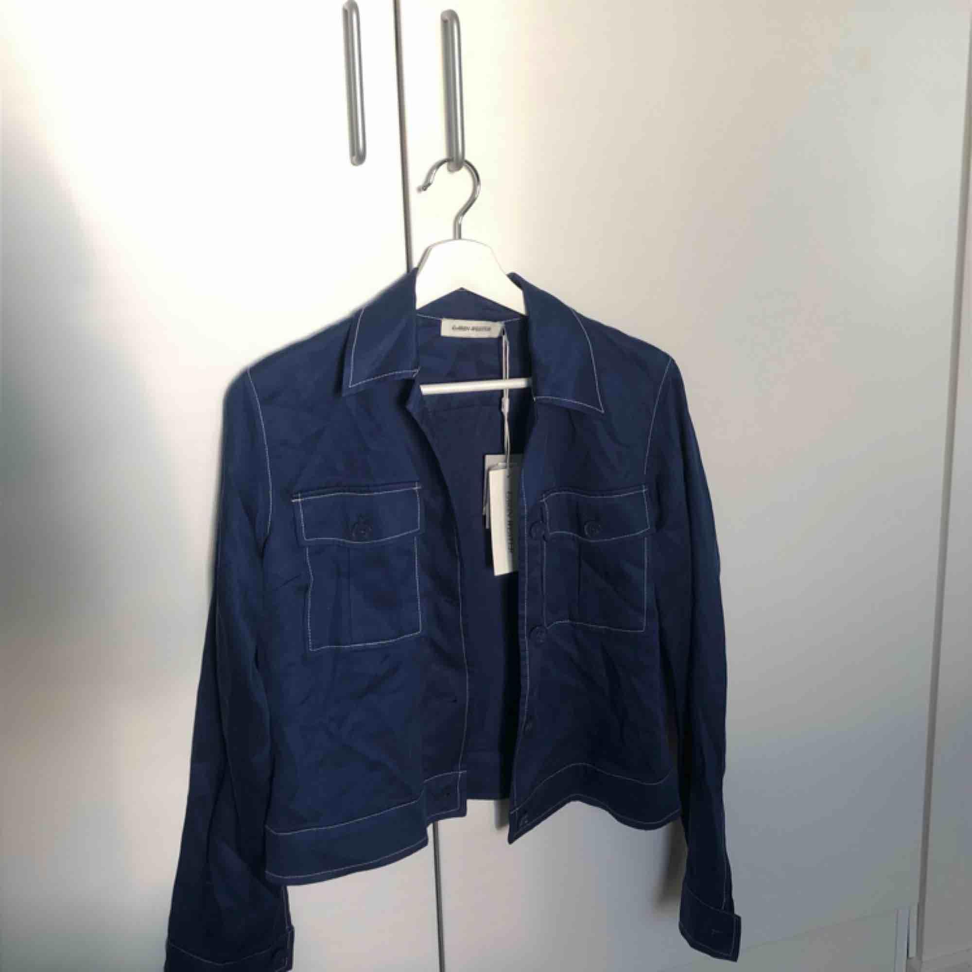skjorta från carin wester. nypris 500 kr. aldrig använd. . Skjortor.