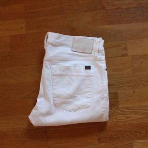 Calvin Klein jeans vita i storlek 34. Mycket fint skick