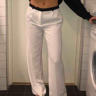 Oanvända kostym byxor från zara. Storlek s men mer som M Frakt 30 kr   Jag är 176 cm!!