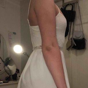 Vit klänning i bra skick! Säljer pga för liten för mig.