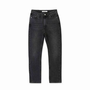 Säljer ett par aldrig använda jeans från carin wester då de är för stora för mig.