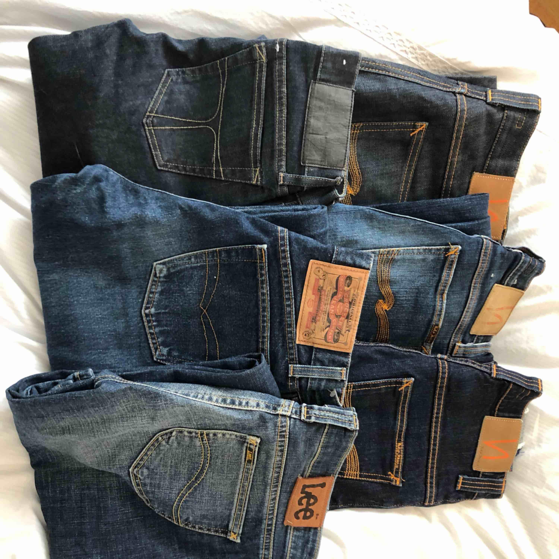 Lite olika jeans, dem är i mycket god kvalité . Jag fick köpa alla riktigt billigt och därför säljs dem också billigt!   Nudie jeans (från höger till vänster):  Första 32/32 Andra 24/32 Tredje 27/32  Lee: 28/31 Crocker: 28/34 Tiger of sweden: 26/34 . Jeans & Byxor.