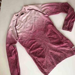 Gymshark Ombre Seamless Long Sleeve Top - Chalk Pink/Beet storlek S Använd fåtal gånger.  Limited edition, slutsåld på Gymsharks hemsida!