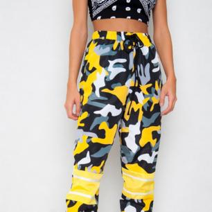 Oanvända camouflagebyxor, stretchiga passar XS-M skulle jag tro. Nypris 399 kr. (Pris exklusive frakt)