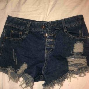 Blåa jeans shorts