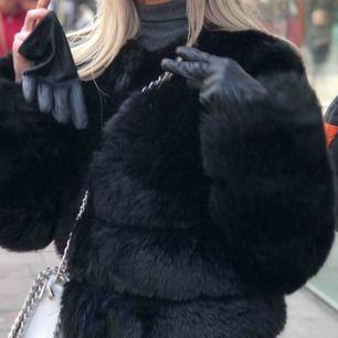 Svart pälsjacka,  Faux Fur