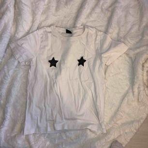 tshirt med stjärnor