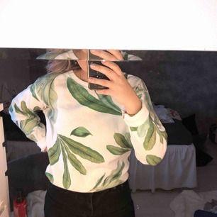 jätteskön tröja använd 1 gång! skickas mot frakt
