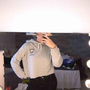 hoodie från pull&bear, skickas mot frakt