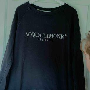 En oversized Aqua limonetröja använd några gånger men fint skick och väldigt skön😊 ordinarie pris 899kr