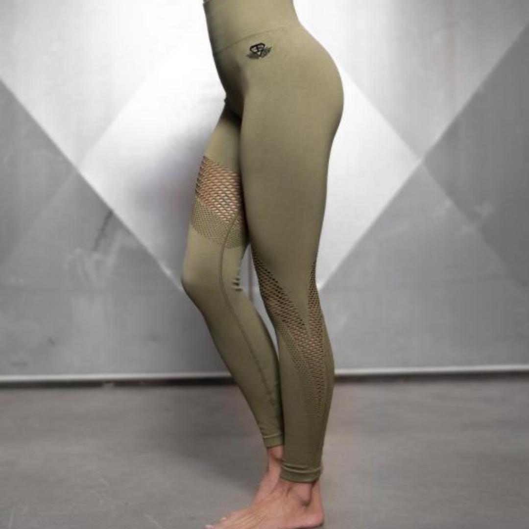 Helt nya, oanvända träningstights från Bodyengineers i seamless design och high waist. Normala i storleken men skulle även passa dig som har strl S i vanliga fall. . Jeans & Byxor.