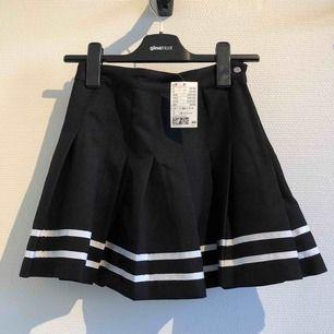 Tenniskjol i american apparel stil från H&M. Nyskick med prislapp kvar. Inköpt för 250kr