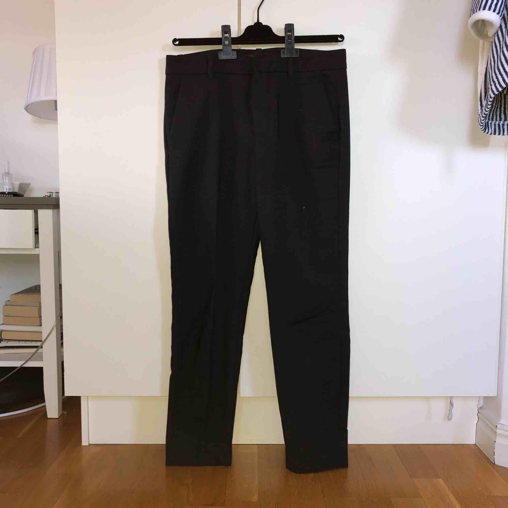 Svarta kostymbyxor från Zara. Jeans & Byxor.
