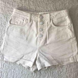 vita mom jeans shorts från hm