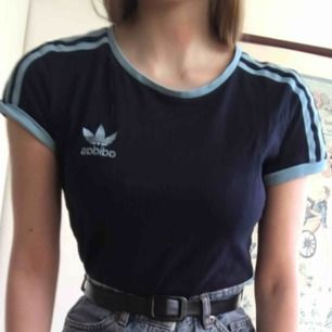 Adidas t-shirt strl. 34. Superfin och bra skick men använder knappt längre. Kan mötas upp i Norrköping och ev. Linköping, skriv för mer info och bilder!
