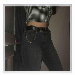Snygga gråa Bootcut jeans! Säljer de för att de är för stora för mig.  Knappt använda!   Pris kan diskuteras vid snabb affär