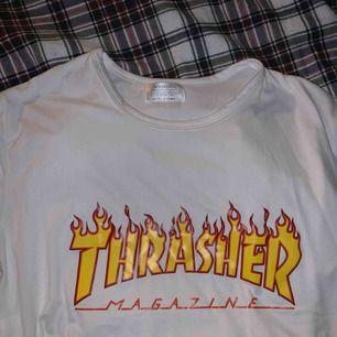 !FAKE! Thrasher kopia i asbra kvalite. Aldrig använd. Ser äkta ut förutom lappen. Beroende på hur man vill att den ska sitta passar den det flesta.Köpare står för frakt 💛