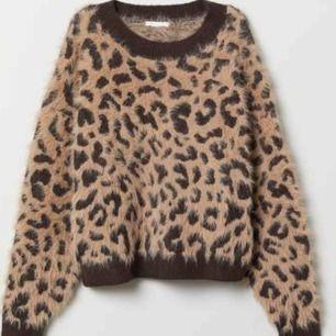 Oanvänd Leopardtröja i storlek XL. Frakt tillkommer med 79 kr i postens påse 🌼