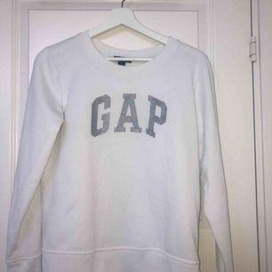 En vit tröja från gap