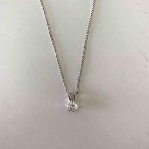 Jättefin halsband i äkta silver. Har varit mitt favorit halsband under en längre tid men under de senaste månaderna har det tyvärr inte kommit till användning.