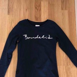 Marinblå tröja från Bondelid, nypris: 300 kr Använd 3 gånger