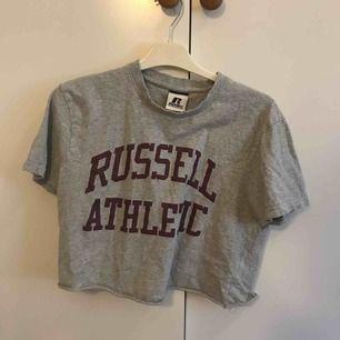 Snygg t-shirt från russel athletic jag klippt av själv
