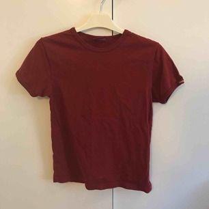 Brunröd t-shirt från wrangler