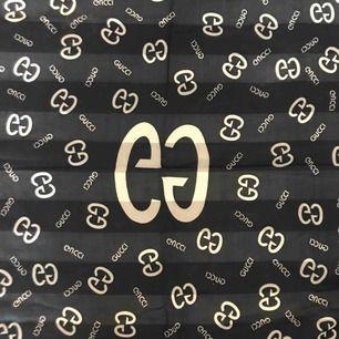 """""""Gucci"""" scarf, kan gå ner i pris vid snabb affär 😗😗"""
