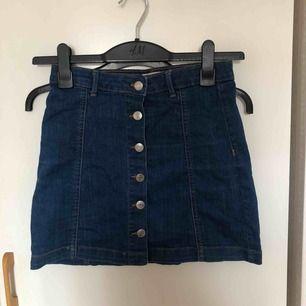 En jeanskjol från ginatricot Kan mötas upp i Stockholm! Annars betalar köparen för frakt ⭐️