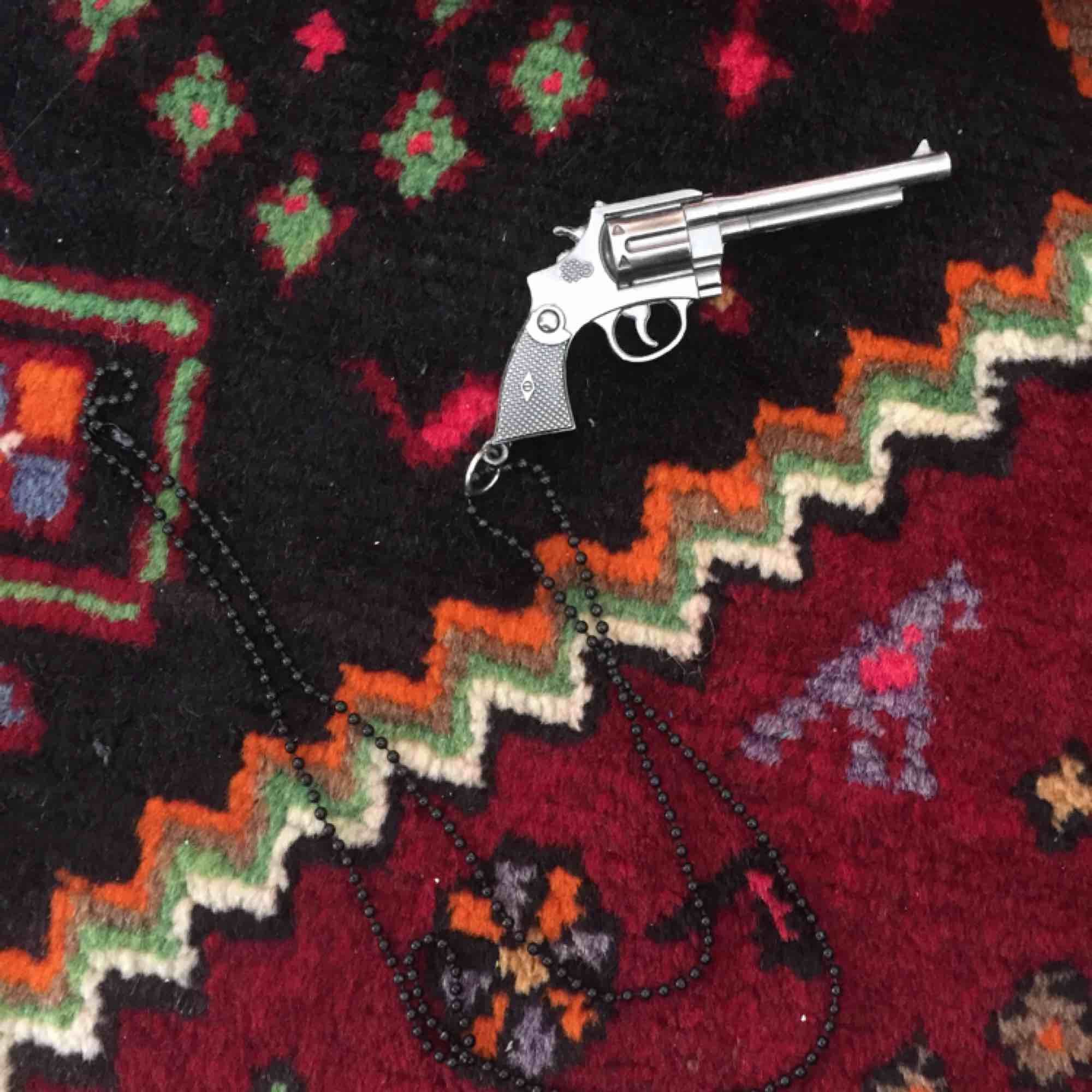 Ballt pistolhalsband!. Accessoarer.