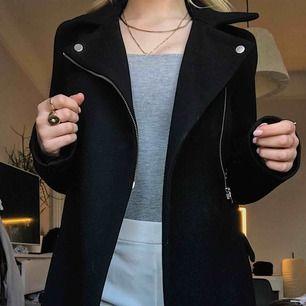 Zara kappa i jättefint skick, köpt för 800kr.
