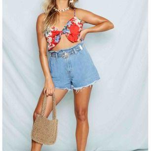 Paper bag waist shorts ifrån Boohoo ✨ Aldrig använda ✨  Köparen betalar för frakt 📮