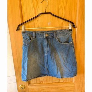 Jeans kjol från H&M som aldrig är använda ✨  Köparen betalar för frakten 📮