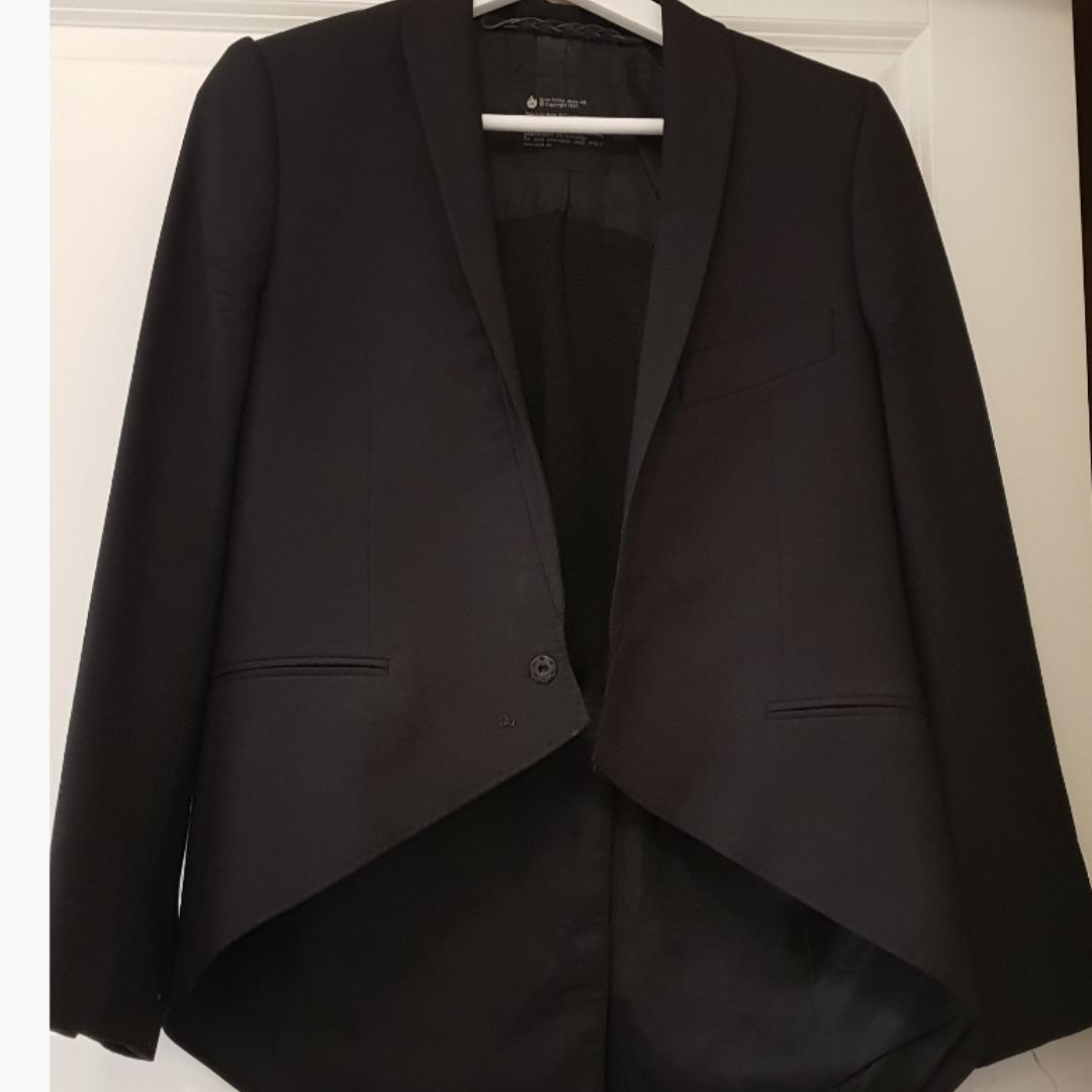 Black ACNE jacket with asymmetrical back. Kostymer.
