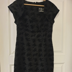 Tailored pinup dress from Collectif with houndstooth velvet texture. Very flattering. Used once.