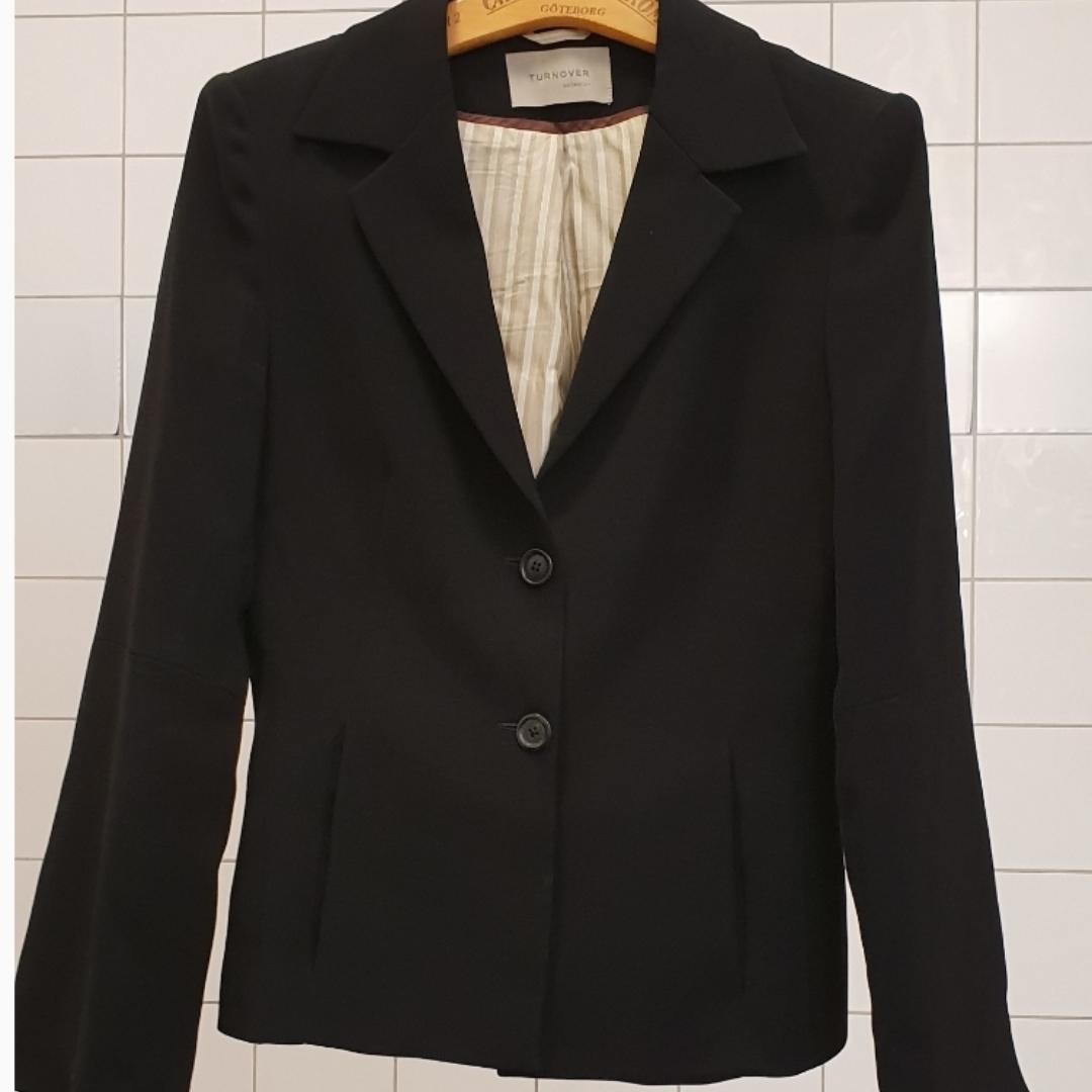Black turnover blazer. Kostymer.