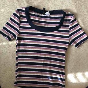 Randig tröja från H&M, välanvämd men i bra skick. Möts i Sthlm eller fraktar! ♡