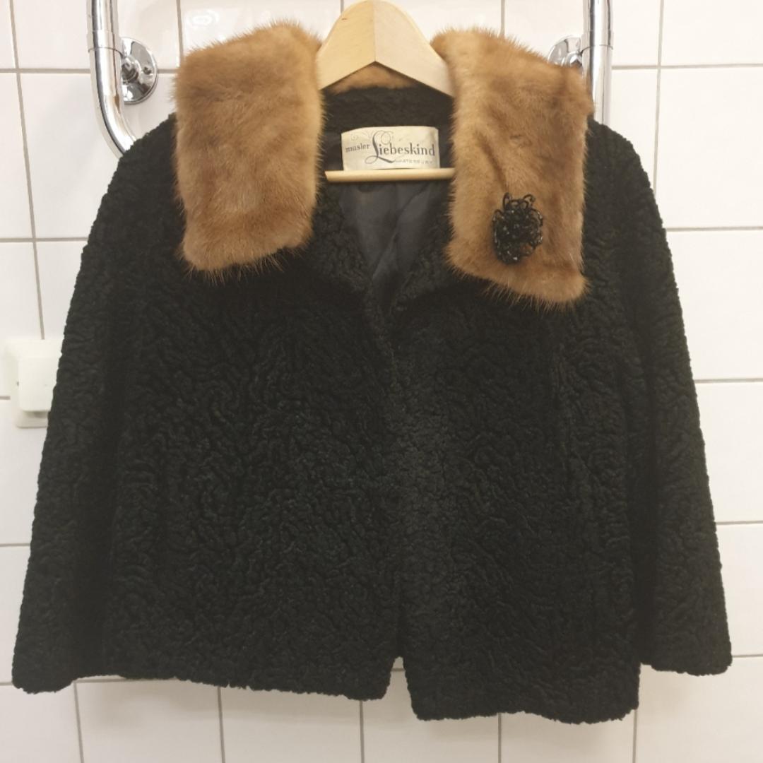Vintage fur short coat with broosh  Liebenskind Berlin . Jackor.