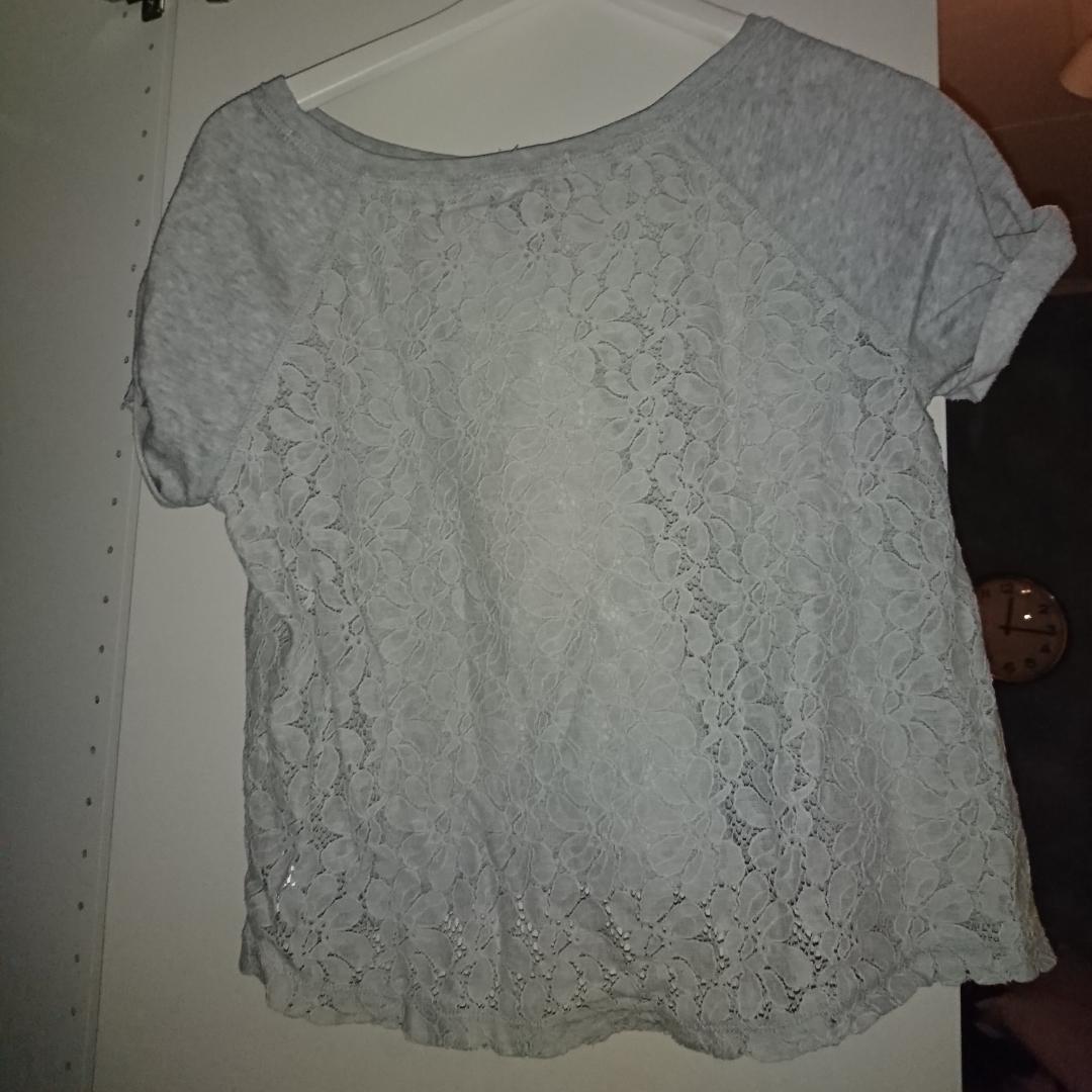 Jätte fin gå t-shirt. Med spetsrygg. Möts upp i stockholm, annars står köparenför frakten.. T-shirts.