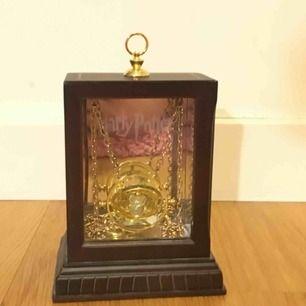 Harry Potter halsband från museet i London. Köpt för 500 kr. Använd ca 5 gånger