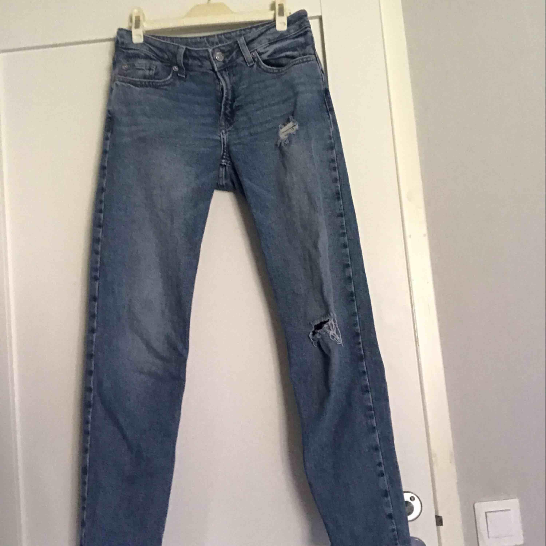 Boyfriend jeans från Cubus! Sitter bra och är skit snygga!  Står ingen storlek men skulle chansa på XS/s \ 32/34. Jeans & Byxor.