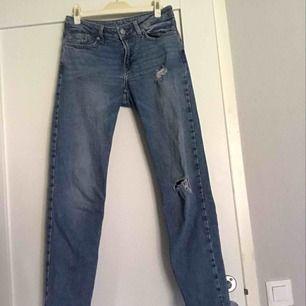 Boyfriend jeans från Cubus! Sitter bra och är skit snygga!  Står ingen storlek men skulle chansa på XS/s \ 32/34