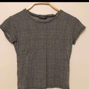 Rutig tröja från brandy Melville! Köpt från plick och använd ca 3 gånger!