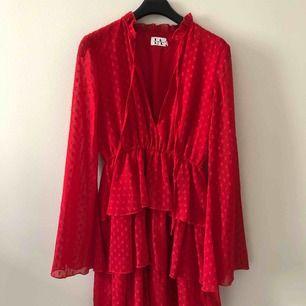 Superfin klänning från Linn Ahlborg kollektion med NA-KD. Använd två gånger så i princip som ny 🤗