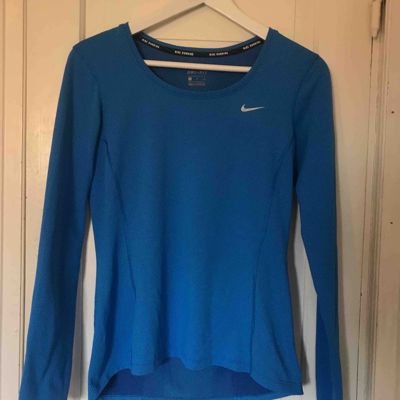 Helt ny Träningströja från Nike!! . Toppar.