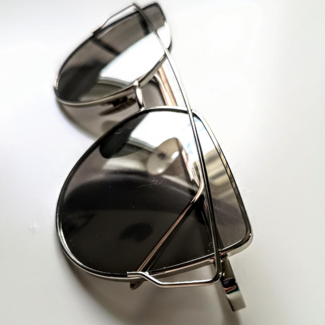 Riktigt snygga solglasögon ifrån DM Retro! Säljer då jag inte passar i glasögon tyvärr. Diskuterbart pris vid snabb affär🌹 Nypris 350kr. Accessoarer.