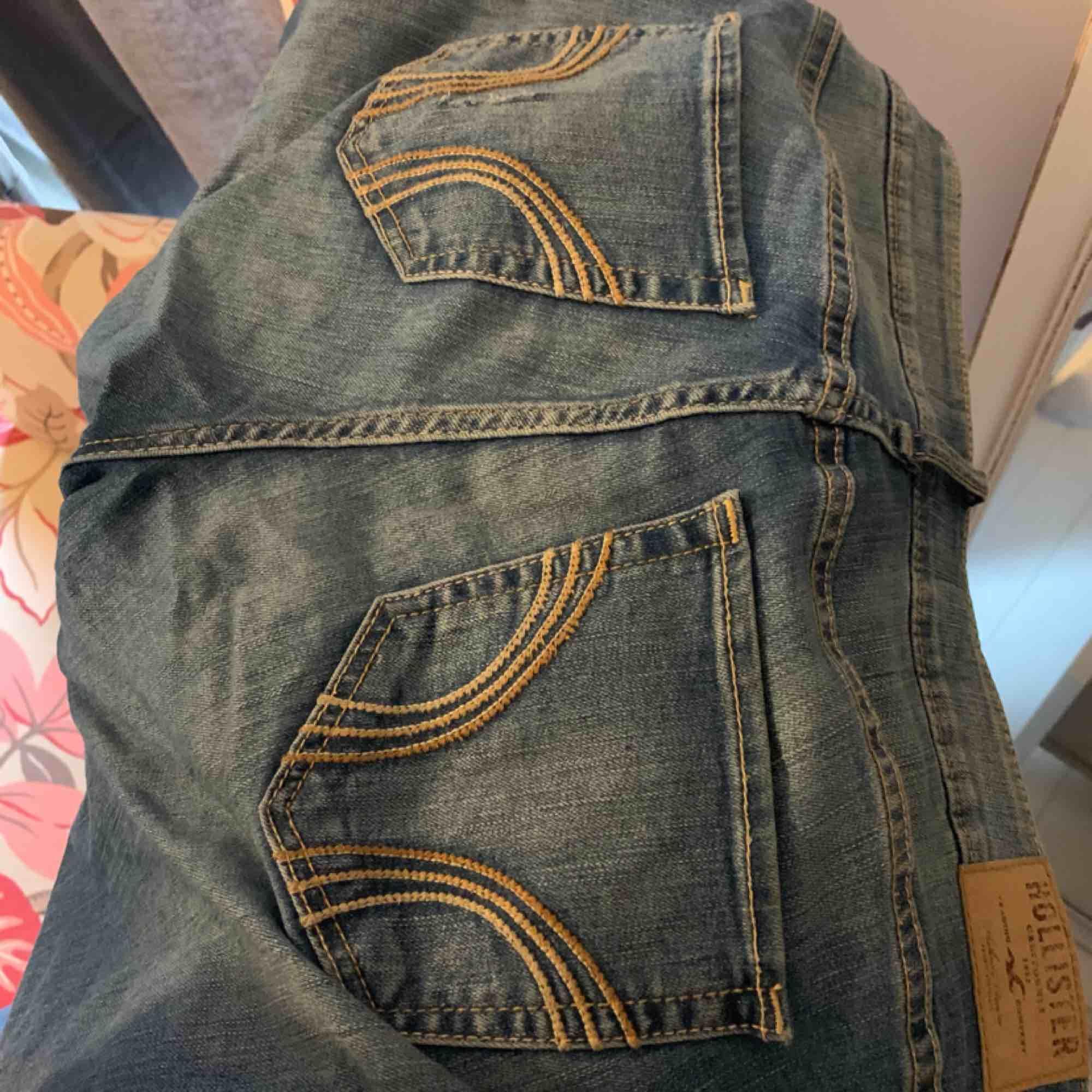 Hollister jeans i bra skick:) . Jeans & Byxor.