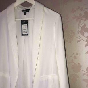 Kavaj / blazer. Storlek 8/M från Asos. Oanvänd, stilren och snygg! 100% polyester  Swish *köparen står för frakt ! 😊