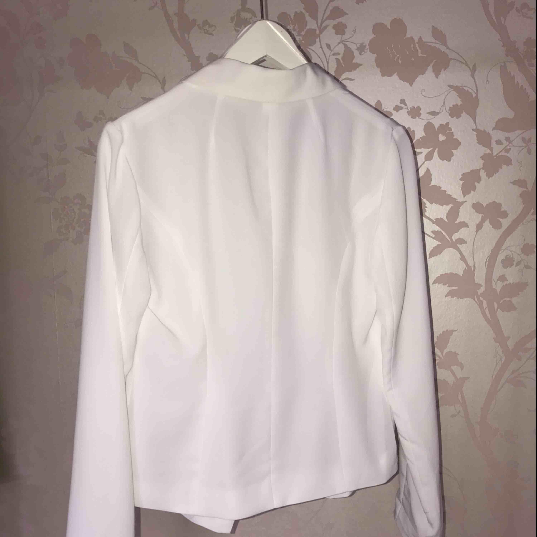 Kavaj / blazer. Storlek 8/M från Asos. Oanvänd, stilren och snygg! 100% polyester  Swish *köparen står för frakt ! 😊. Kostymer.